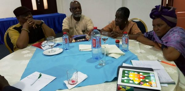 Les Membres de EMPG en session de brainstorming